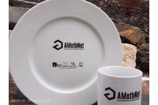 Porcelánové talíře a hrnky s potiskem